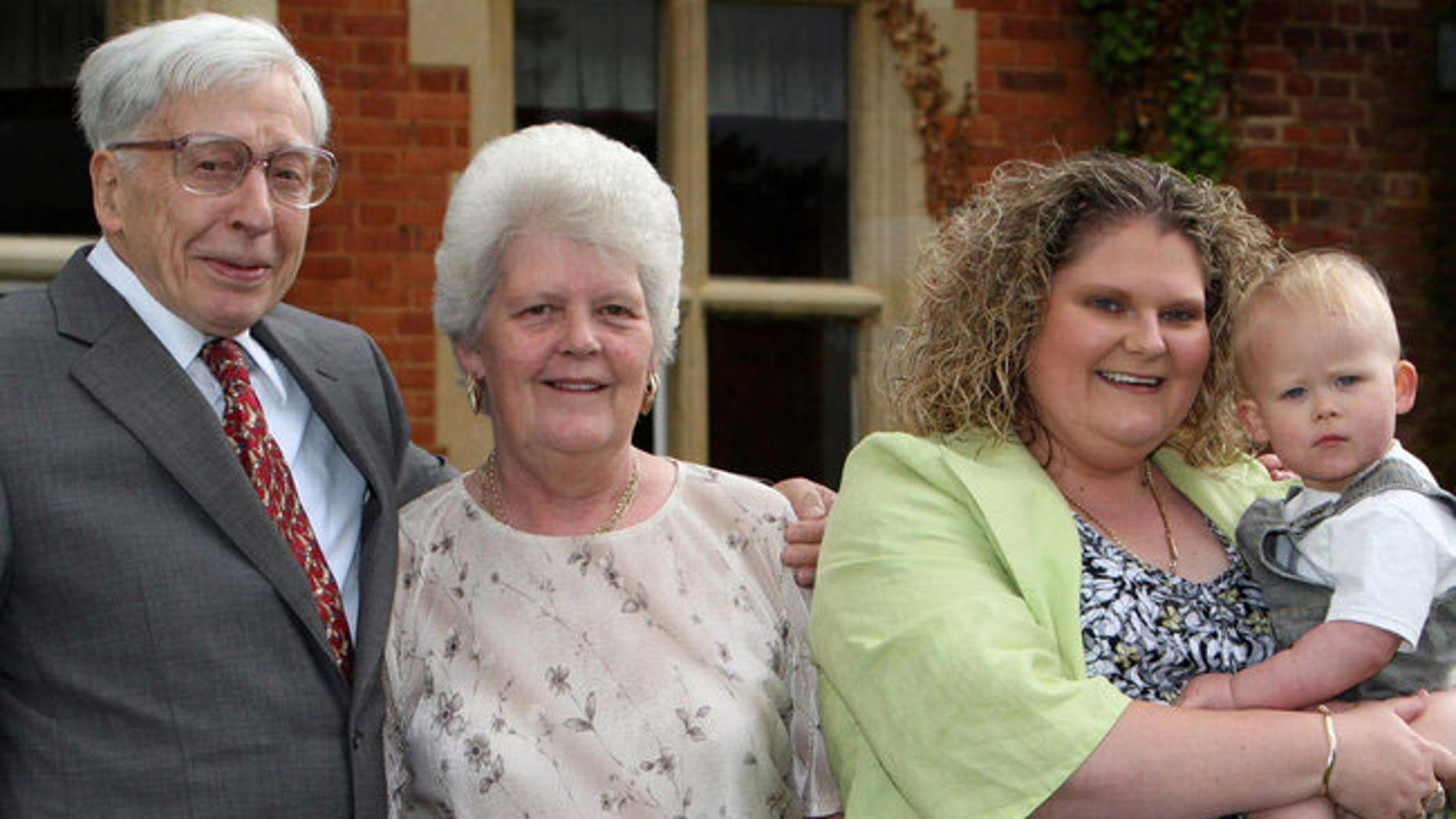 Robert G. Edwards with Lesley Brown, her daughter Louise Brown and her grandson in 2008.