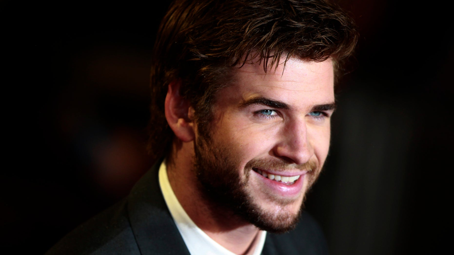 """Actor Liam Hemsworth arrives for the world premiere of """"The Hunger Games : Catching Fire"""" at Leicester Square in London November 11, 2013. REUTERS/Luke MacGregor (BRITAIN - Tags: ENTERTAINMENT SOCIETY) - RTX159PF"""