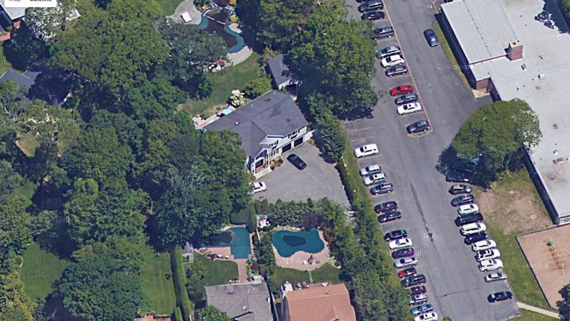 A New York judge ordered that the home Lindsay grew up in be sold due to Dina defaulting on the mortgage.