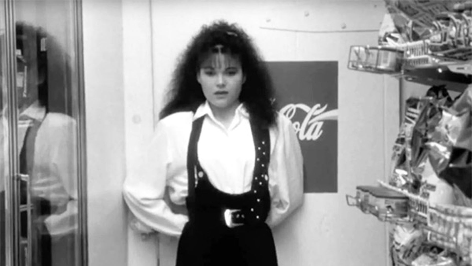 """Lisa Spoonauer, the actress who played Caitlin Bree in """"Clerks,"""" died on Saturday."""