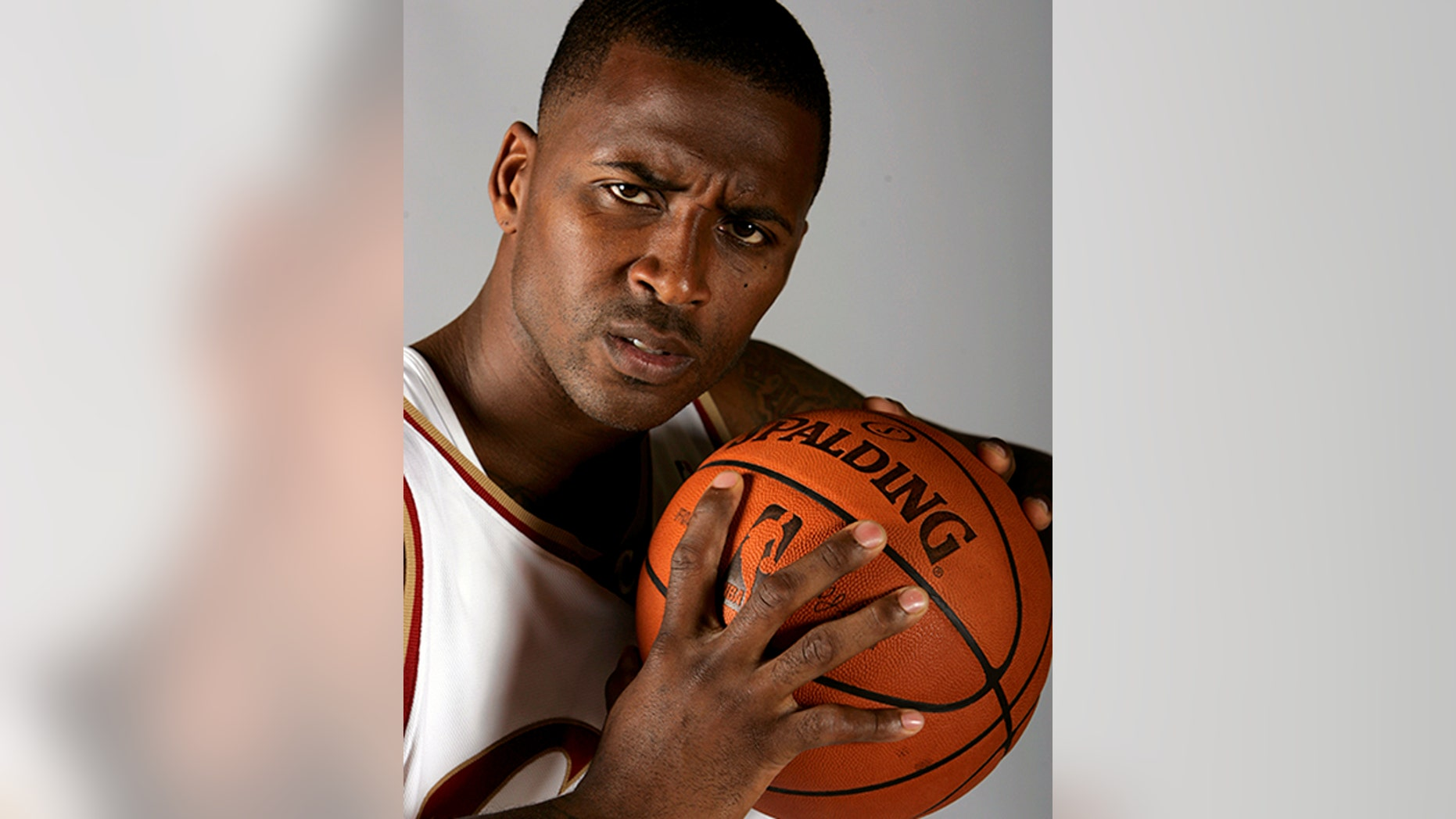 Lorenzen Wright poses at the Cleveland Cavaliers' Media Day in the fall of 2008.
