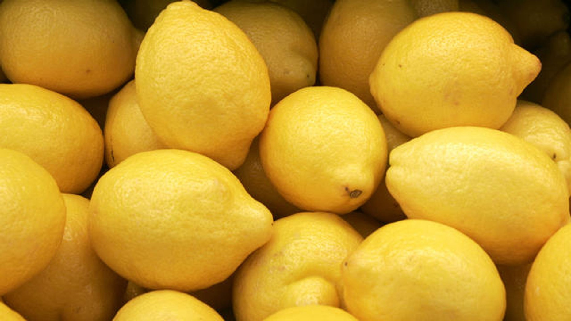 Lemons are shown in the produce section at the K+G Food Mart in Detroit, Monday, May 8, 2006.   (AP Photo/Carlos Osorio)
