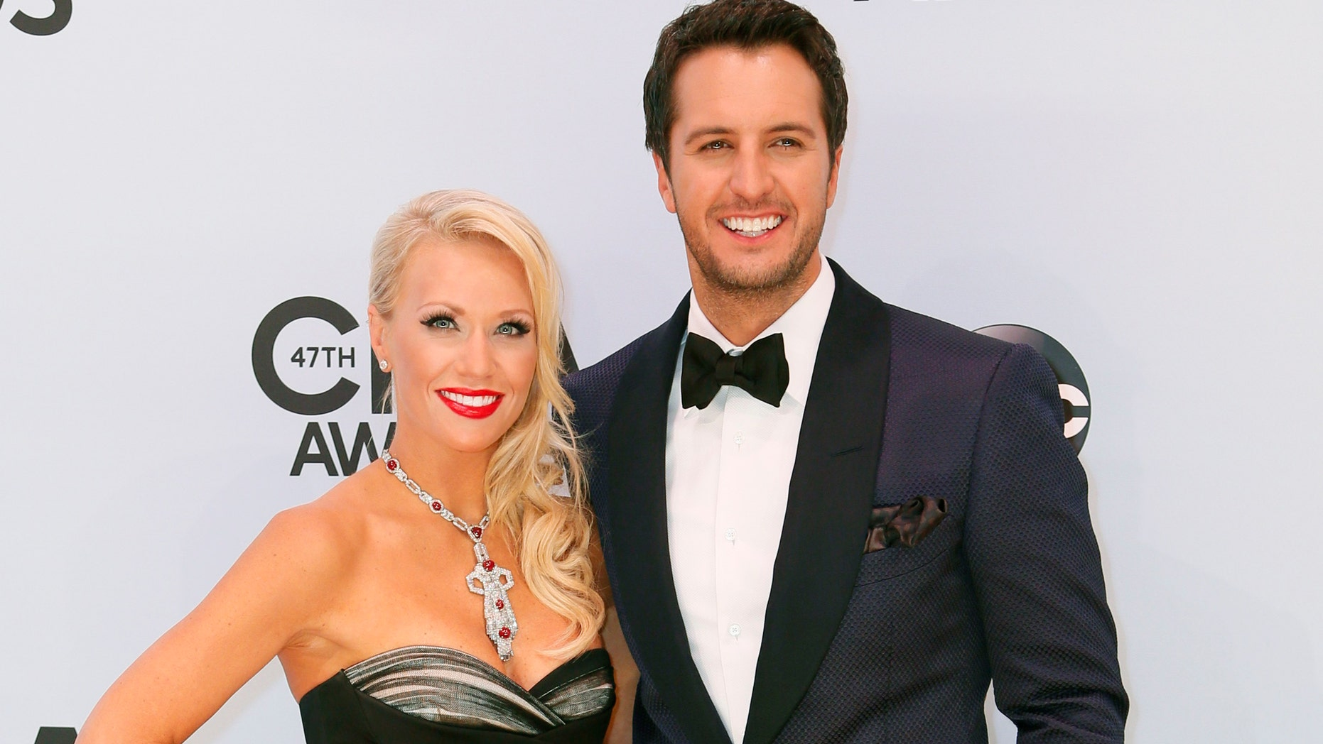 Luke Bryan and his wife Caroline Boyer pose on arrival at the 47th Country Music Association Awards in Nashville, Tennessee November 6, 2013.     REUTERS/Eric Henderson (UNITED STATES  - Tags: ENTERTAINMENT)   - RTX1535A