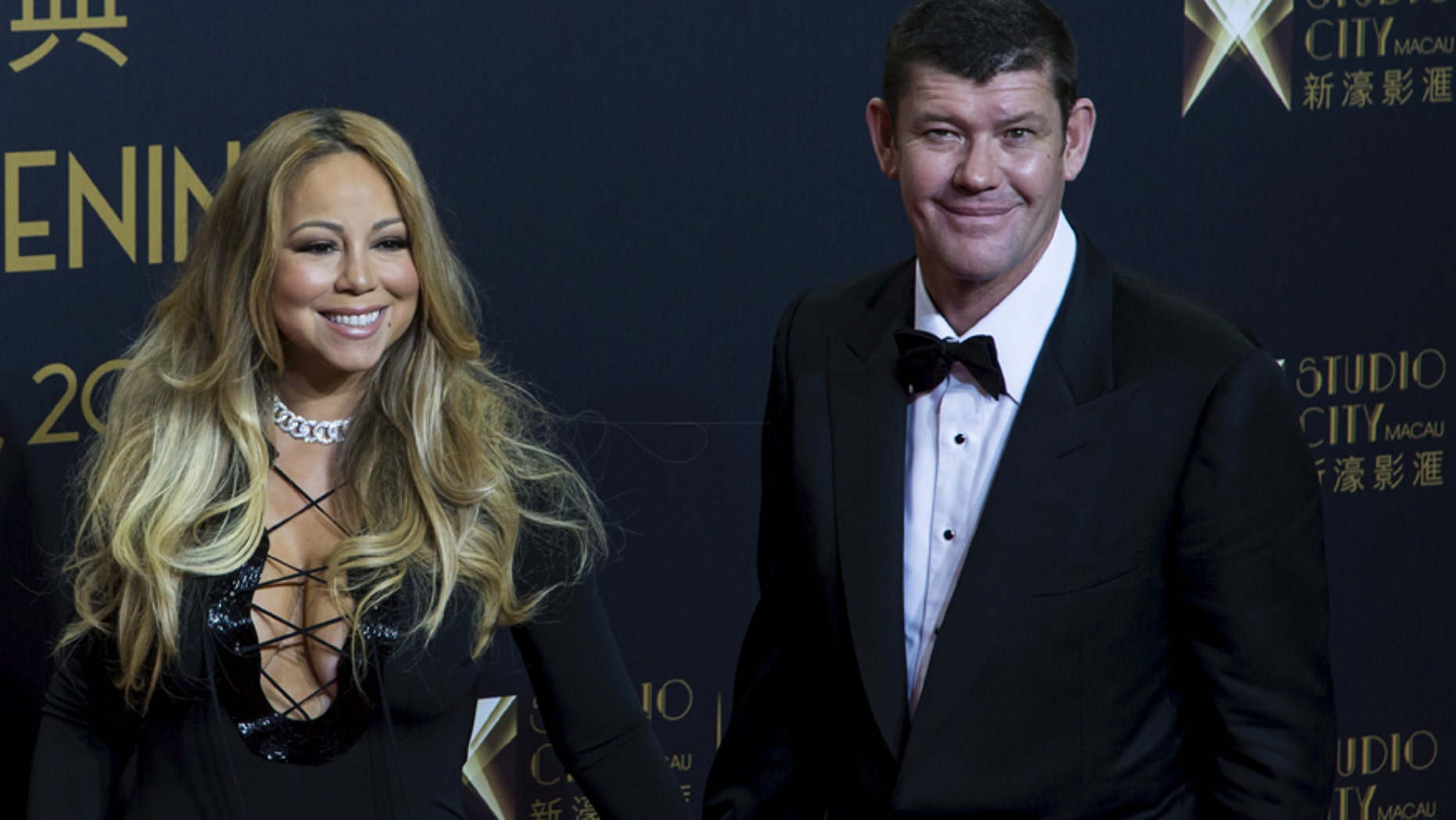 """Singer Mariah Carey (L) and Australian billionaire James Packer, co-chairman of Melco Crown Entertainment, pose on the red carpet before the opening ceremony of Studio City and the premiere of the short film """"The Audition"""" in Macau, China, October 27, 2015."""