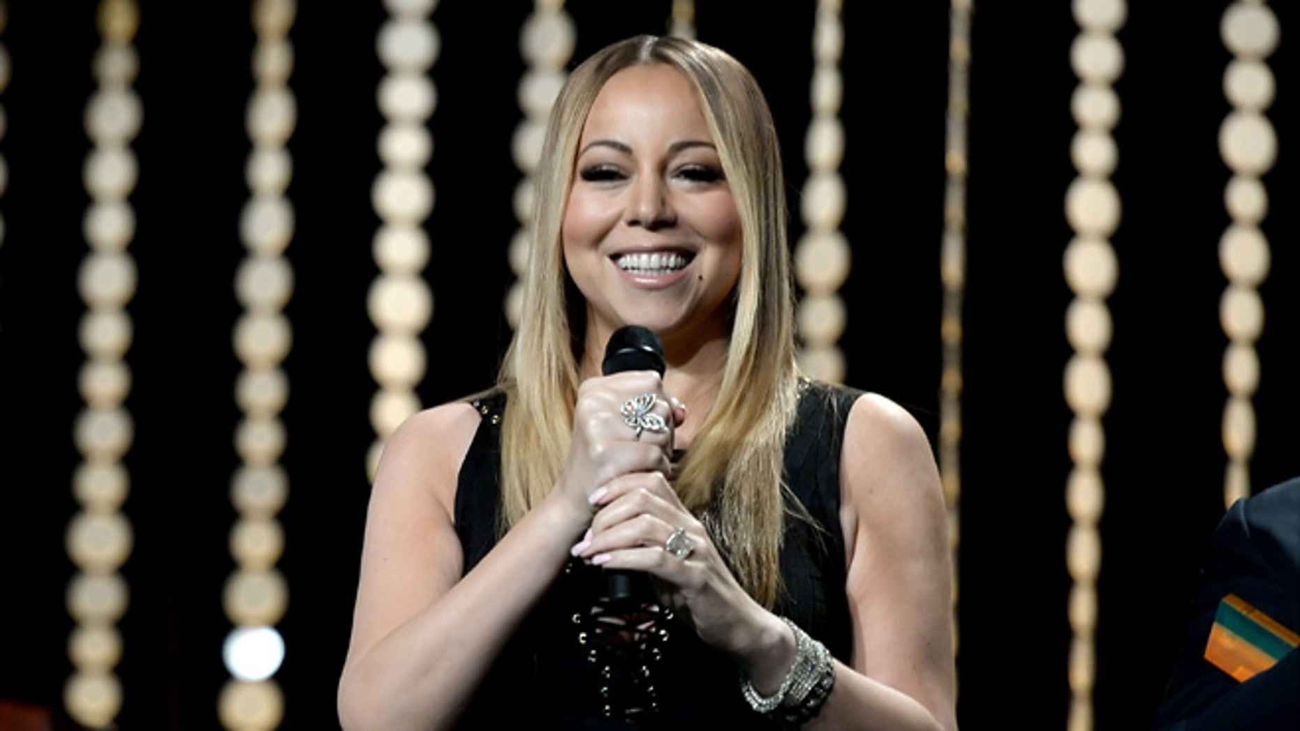 BEVERLY HILLS, CA - MARCH 07:  Singer Mariah Carey performs onstage during the Venice Family Clinic Silver Circle Gala 2016 honoring Brett Ratner and Bill Flumenbaum at The Beverly Hilton Hotel on March 7, 2016 in Beverly Hills, California.  (Photo by Kevin Winter/Getty Images)
