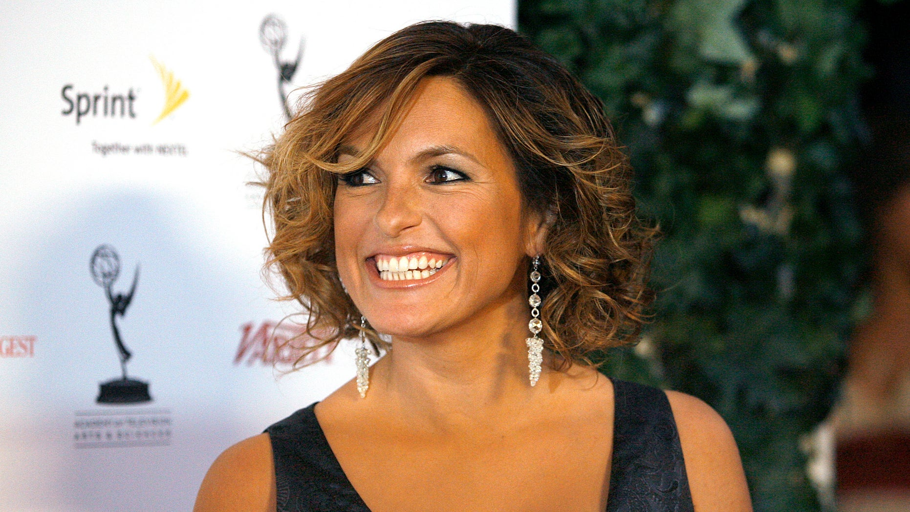 Actress Mariska Hargitay smiles at the 58th annual Primetime Emmy awards nominees reception for outstanding performing talent in West Hollywood August 25, 2006. REUTERS/Mario Anzuoni  (UNITED STATES) - RTR1GP5S