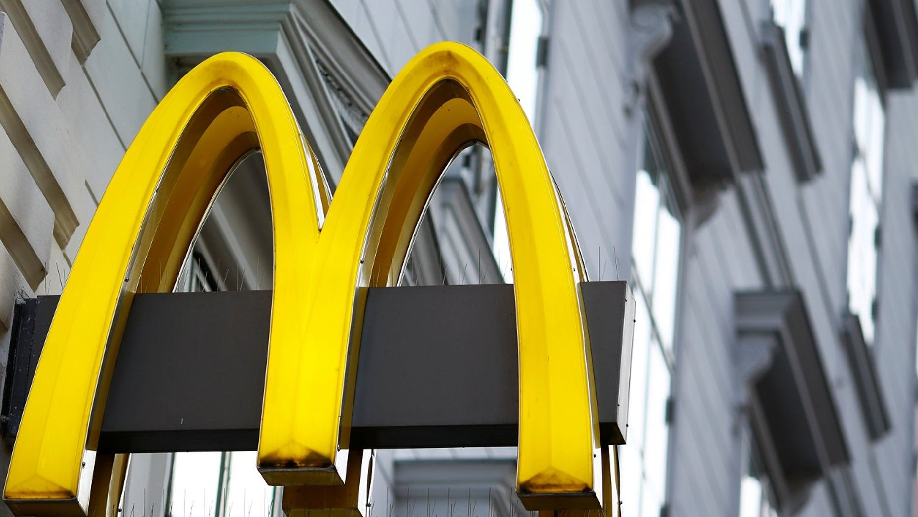 The logo of McDonalds is seen outside a shop in Vienna in Vienna, Austria, October 1, 2016.    REUTERS/Leonhard Foeger - - RTSR03F