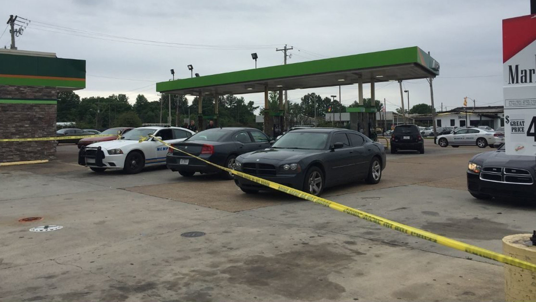 An off-duty police shot at multiple suspects after they robbed him at gunpoint.