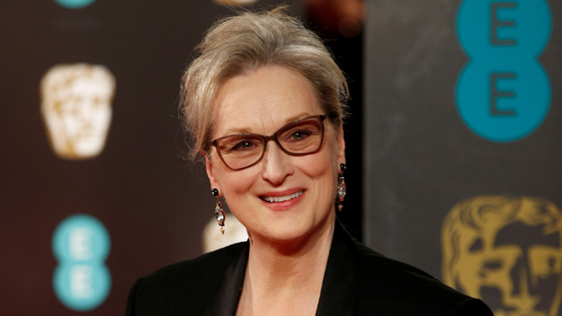 Meryl Streep denies a claim that she refused to wear a Chanel dress unless she received payment.