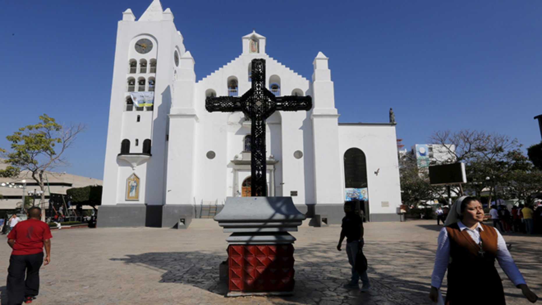 A Catholic nun walks outside the San Marco cathedral in Tuxtla Gutierrez, Chiapas, Mexico February 14, 2016.