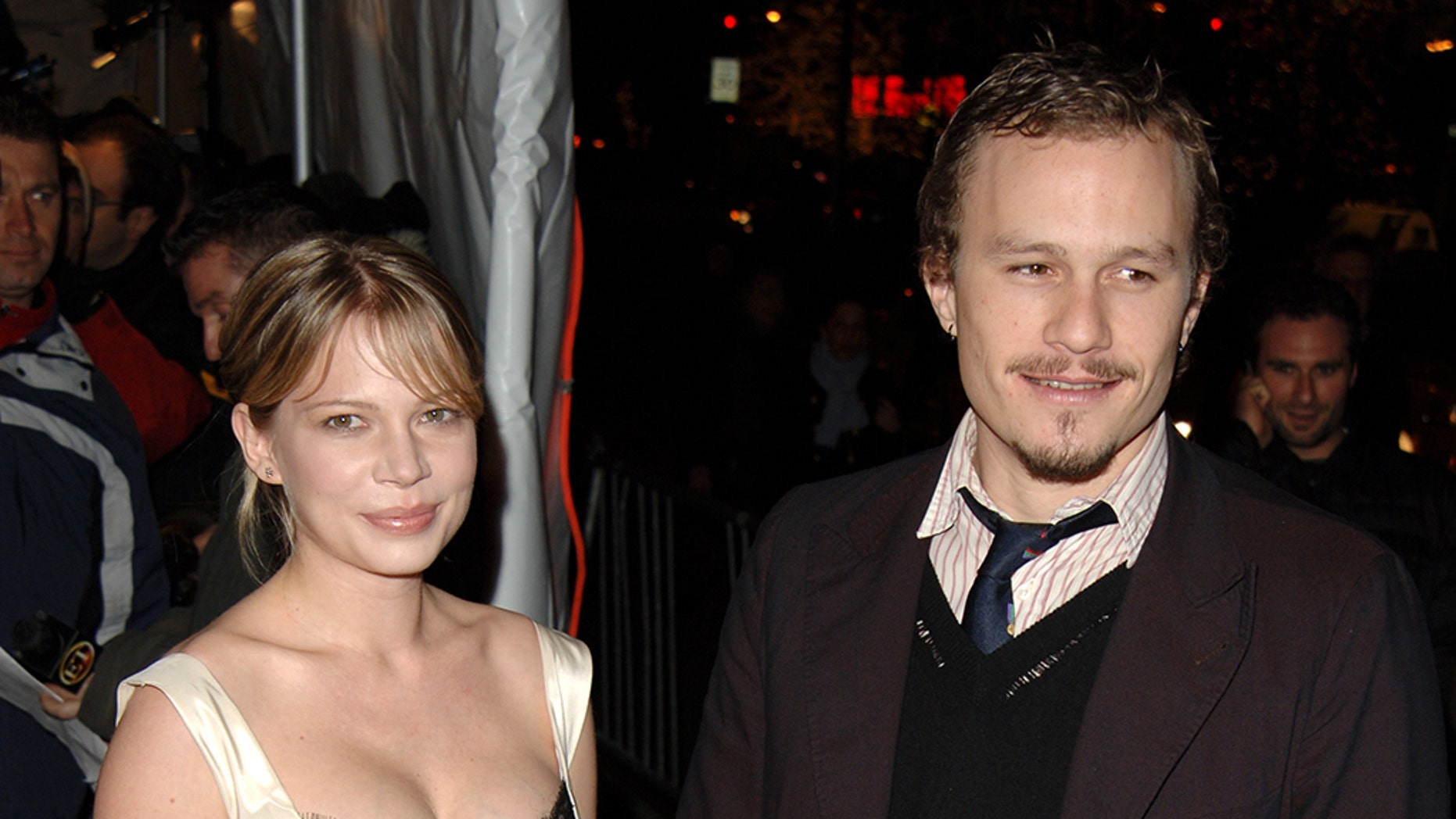 """Heath Ledger and Michelle Williams arrive at the """"Brokeback Mountain"""" premiere held at the Loews Lincoln Square, New York City BRIAN ZAK. (Photo by Brian ZAK/Gamma-Rapho via Getty Images)"""