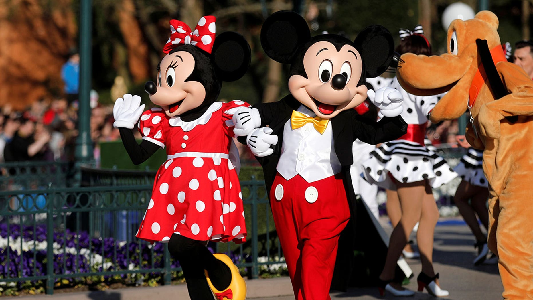 Disneyland changing how mickey minnie will interact with park mickey minnie and even donald duck have been acting very different lately m4hsunfo