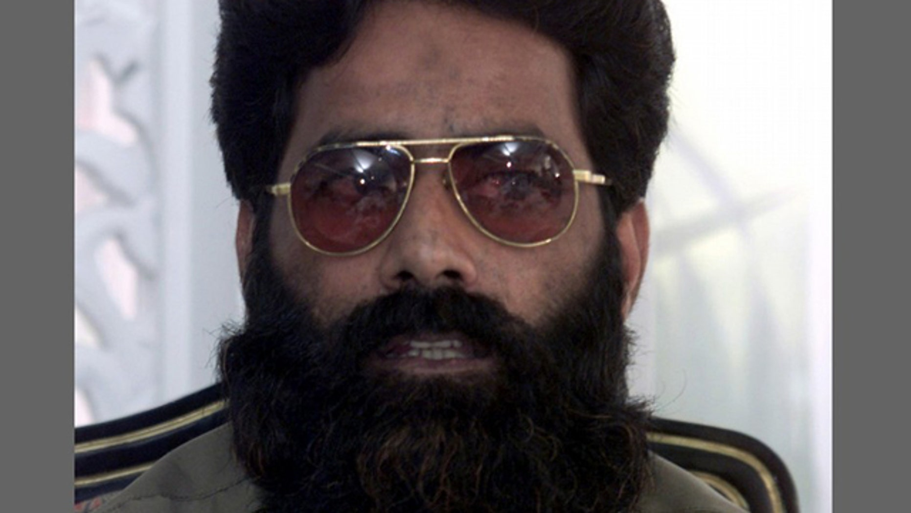 Ilyas Kashmiri speaks during a news conference in Islamabad in this July 11, 2001 file photo. Senior al Qaeda operative Kashmiri, regarded as one of the most dangerous militants in the world, was killed by a U.S. drone aircraft missile strike in Pakistan, an intelligence official and local media said.