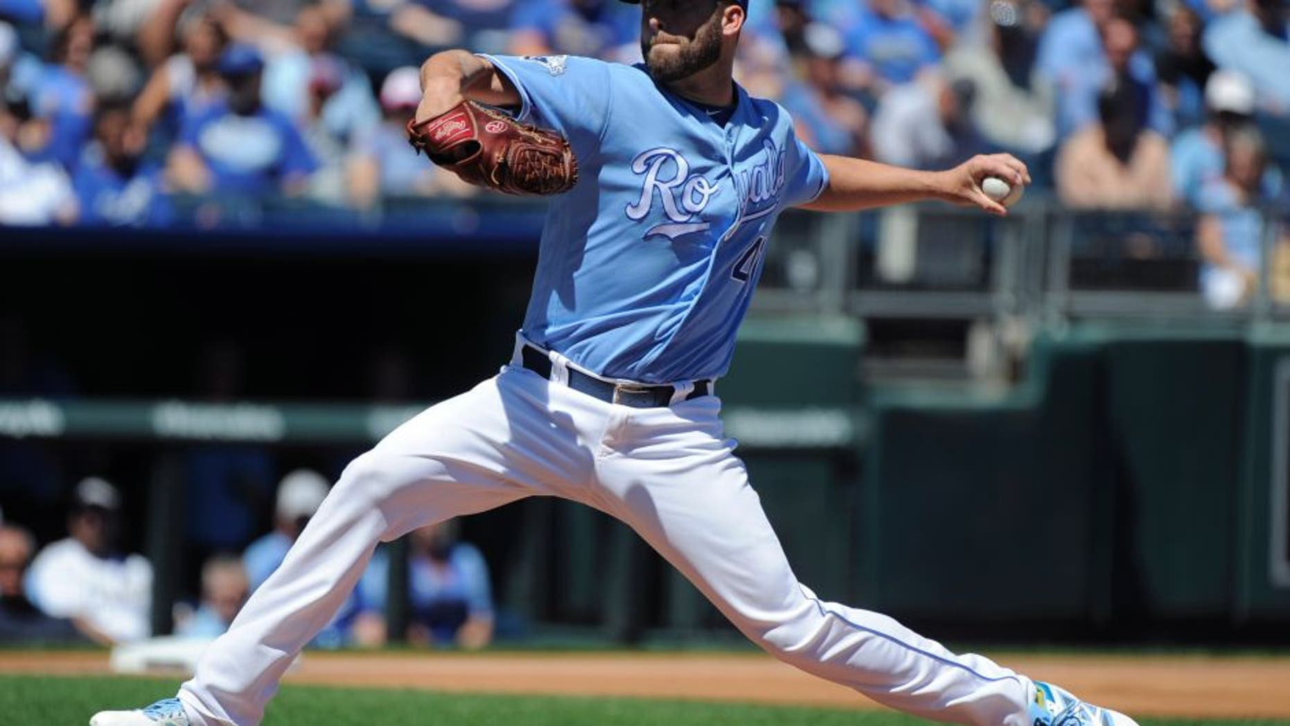KANSAS CITY, MO - AUGUST 21: Danny Duffy #41 of the Kansas City Royals throws in the first inning against the Minnesota Twins at Kauffman Stadium on August 21, 2016 in Kansas City, Missouri. (Photo by Ed Zurga/Getty Images)