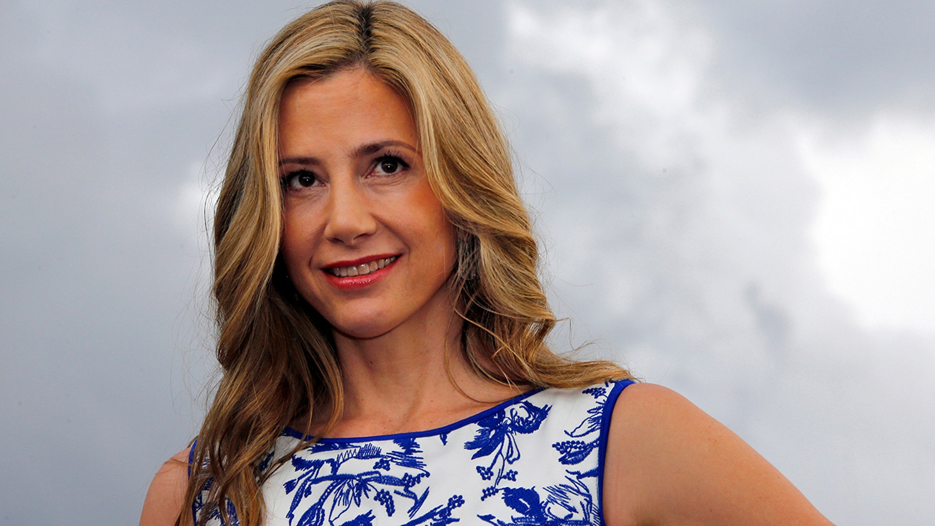 Mira Sorvino is opening about sexual harassment in Hollywood.