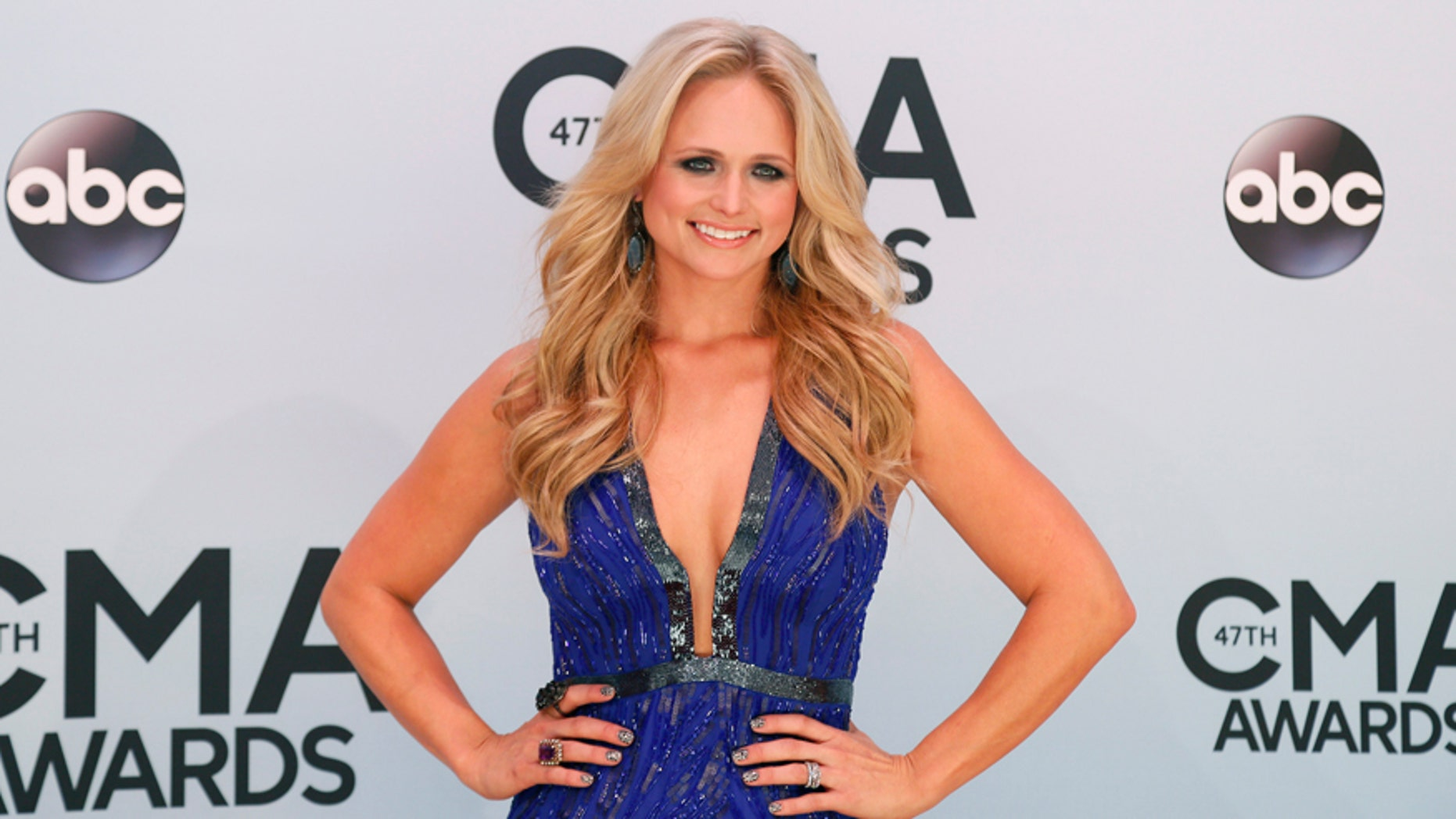 Singer Miranda Lambert arrives at the 47th Country Music Association Awards in Nashville, Tennessee November 6, 2013.     REUTERS/Eric Henderson (UNITED STATES  - Tags: ENTERTAINMENT)   - RTX1532N