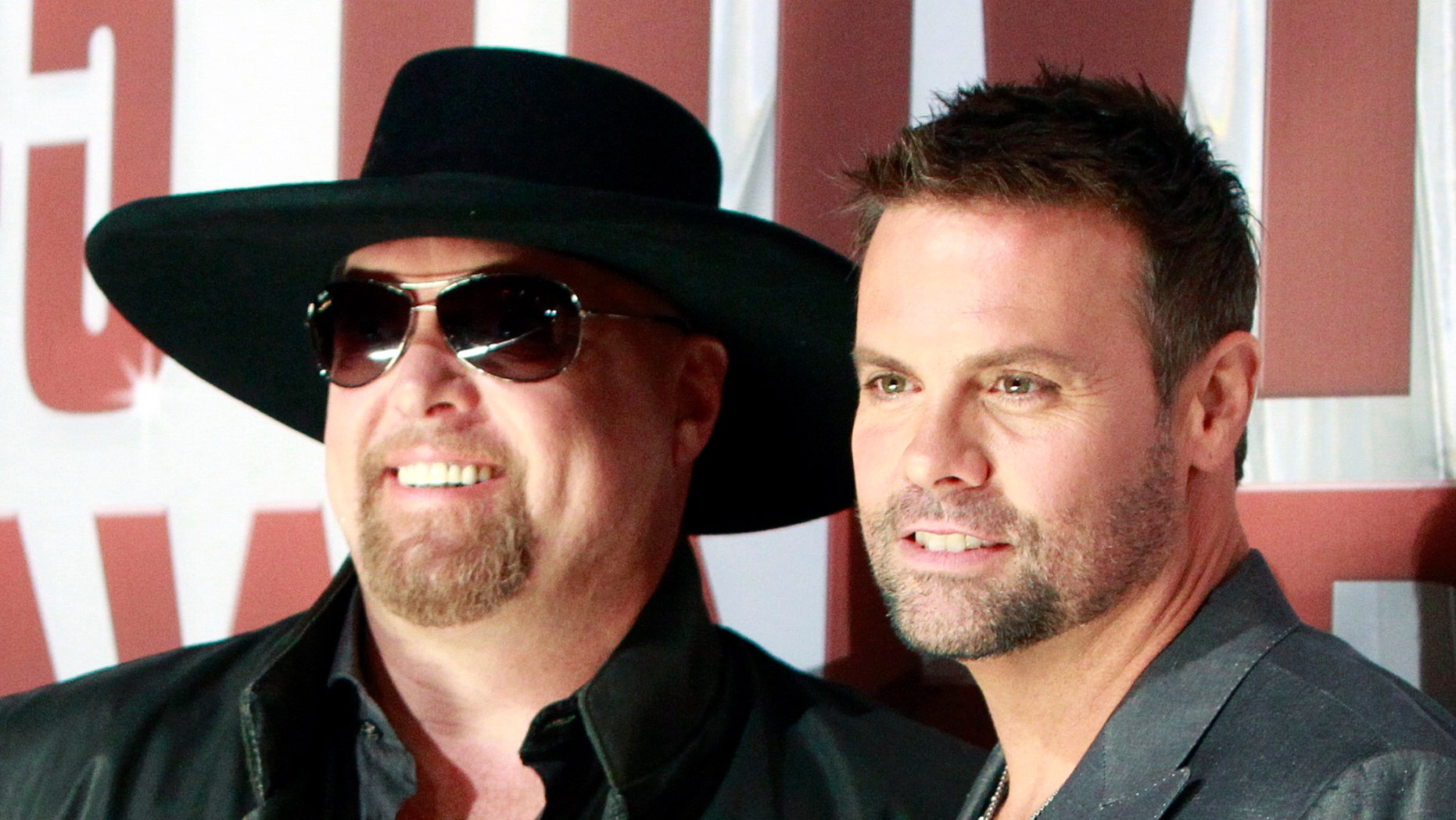 Country music duo Montgomery Gentry, Eddie Montgomery (L) and Troy Gentry, arrives at the 45th Country Music Association Awards in Nashville, Tennessee November 9, 2011.