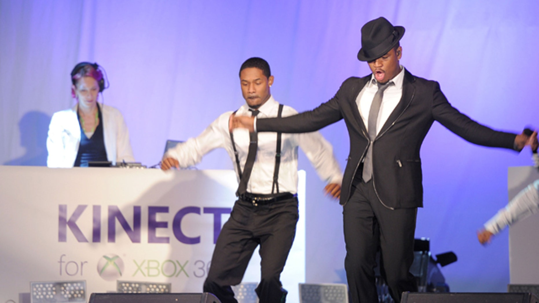 Thousands groove with Grammy Award Winning Ne-Yo in Times Square to the music and steps from Dance Central, a game by MTV Games/Harmonix, at Kinect for Xbox 360 event in New York City.