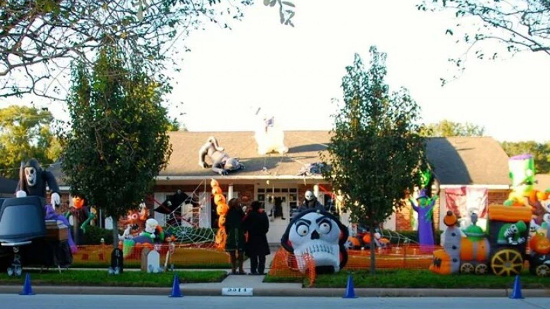 The Mueller's home at Halloween (image: Amy Mueller)