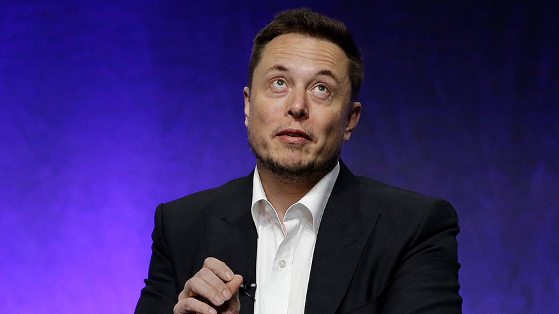 "Tesla and SpaceX CEO Elon Musk addresses the closing plenary session entitled ""Introducing the New Chairs Initiative - Ahead"" on the third day of the National Governors Association's meeting Saturday, July 15, 2017, in Providence, R.I. (AP Photo/Stephan Savoia)"