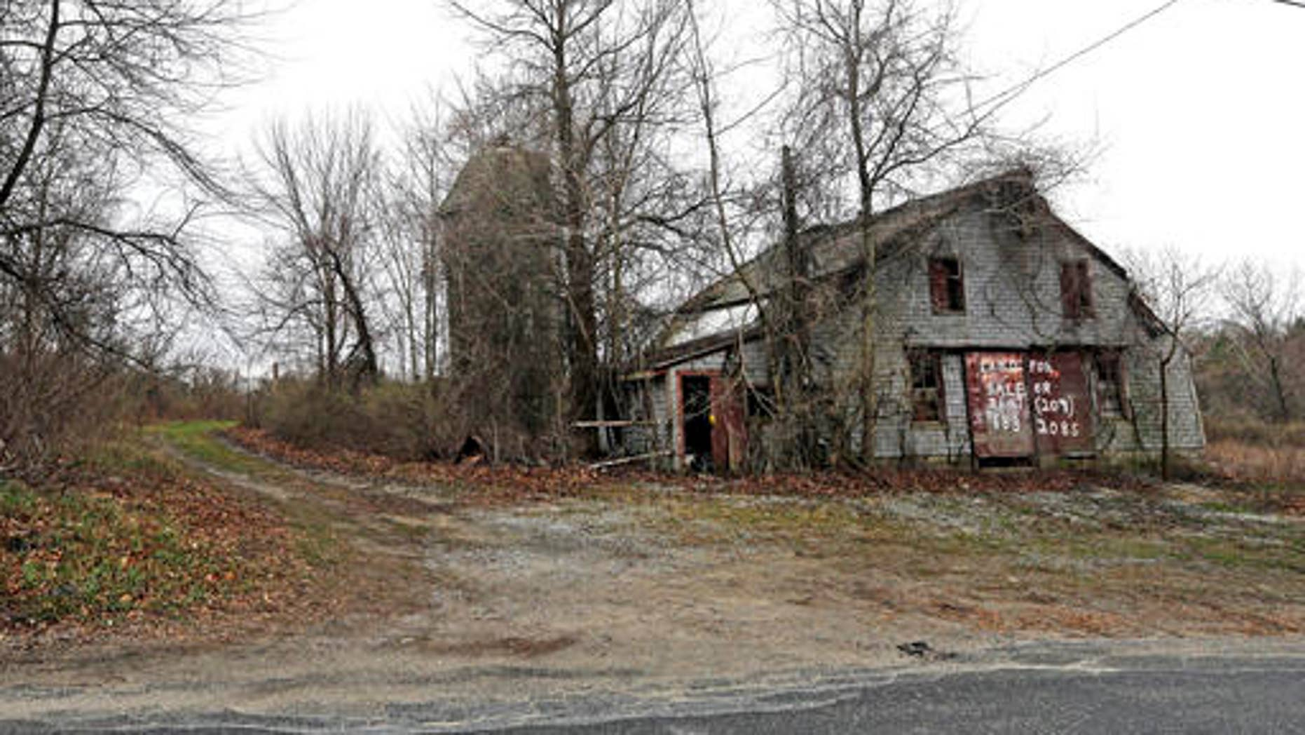 An old barn stands on land in Dudley, Mass., at the site of the proposed Muslim cemetery.