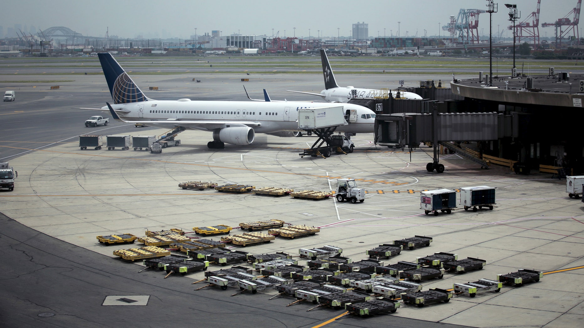 File photo: United Airlines planes are seen on platform at the Newark Liberty International Airport in New Jersey, July 8, 2015. (REUTERS/Eduardo Munoz)
