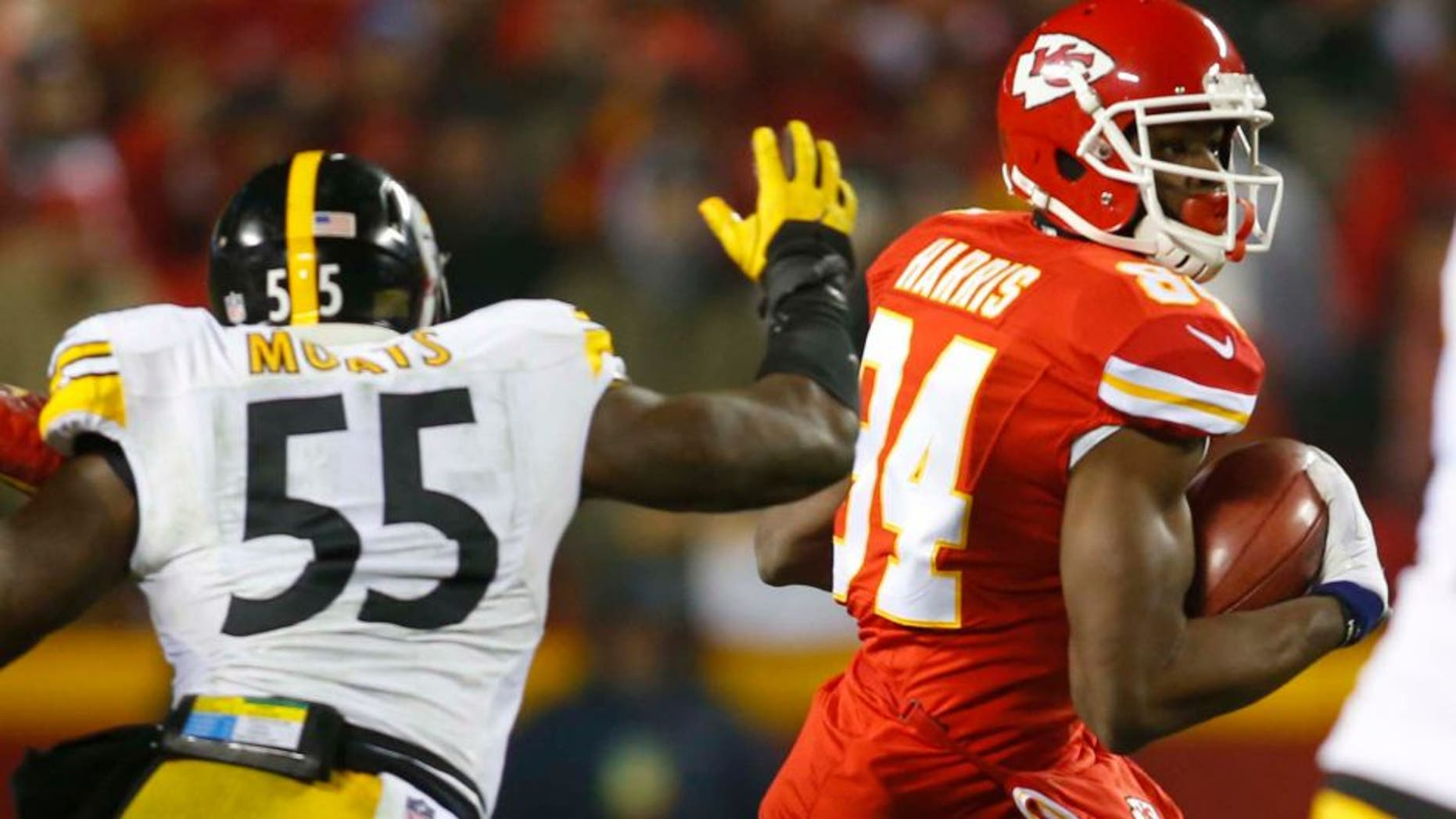 Jan 15, 2017; Kansas City, MO, USA; Kansas City Chiefs tight end Demetrius Harris (84) runs the ball ahead of Pittsburgh Steelers outside linebacker Arthur Moats (55) during the first quarter in the AFC Divisional playoff game at Arrowhead Stadium. Mandatory Credit: Jay Biggerstaff-USA TODAY Sports