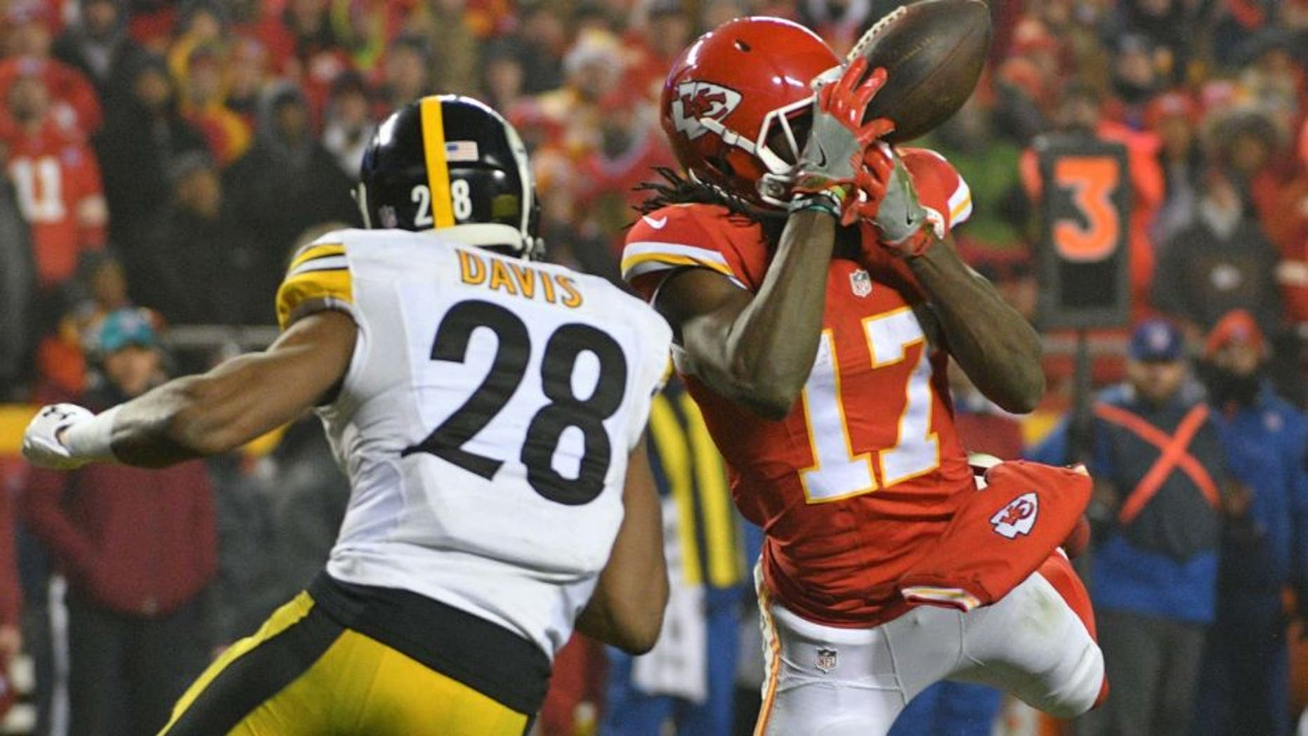 Jan 15, 2017; Kansas City, MO, USA; Kansas City Chiefs wide receiver Chris Conley (17) attempts a catch as Pittsburgh Steelers defensive back Cortez Allen (28) defends during the fourth quarter in the AFC Divisional playoff game at Arrowhead Stadium. Mandatory Credit: Denny Medley-USA TODAY Sports