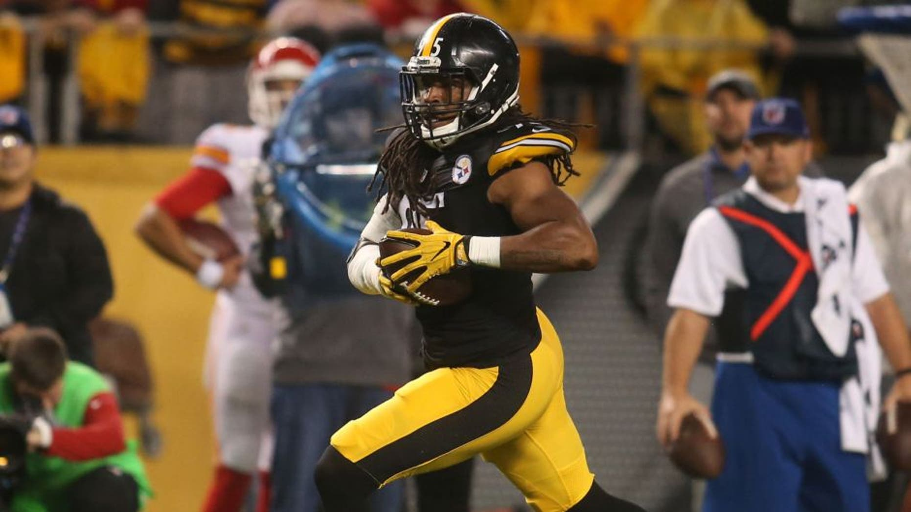 Oct 2, 2016; Pittsburgh, PA, USA; Pittsburgh Steelers outside linebacker Jarvis Jones (95) returns an interception against the Kansas City Chiefs during the first quarter at Heinz Field. Mandatory Credit: Charles LeClaire-USA TODAY Sports