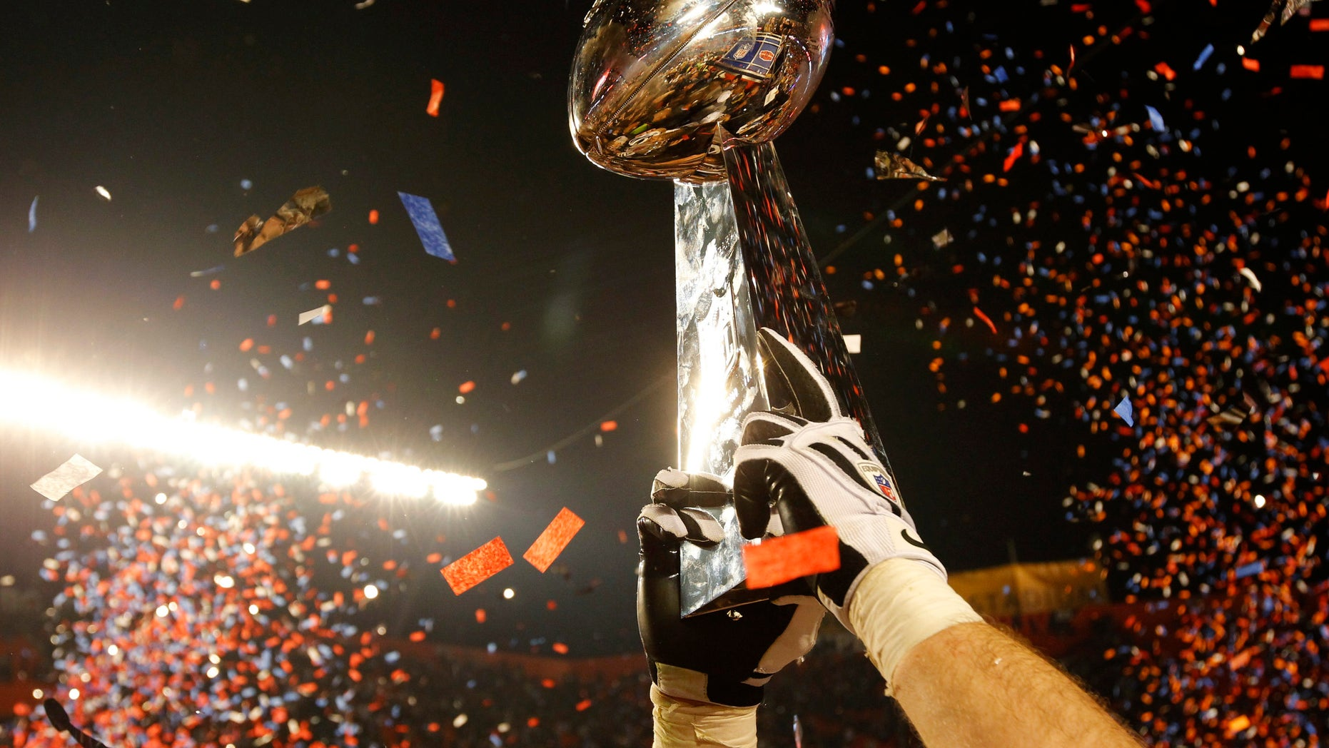 The Vince Lombardi Trophy is lifted into the air after the New Orleans Saints defeated the Indianapolis Colts in the NFL's Super Bowl XLIV football game in Miami, Florida, February 7, 2010.     REUTERS/Mike Segar (UNITED STATES) - RTR29YJ0