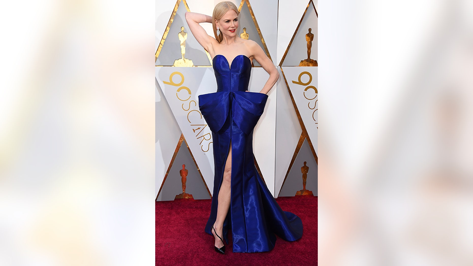 Nicole Kidman's deep blue gown stole the show.