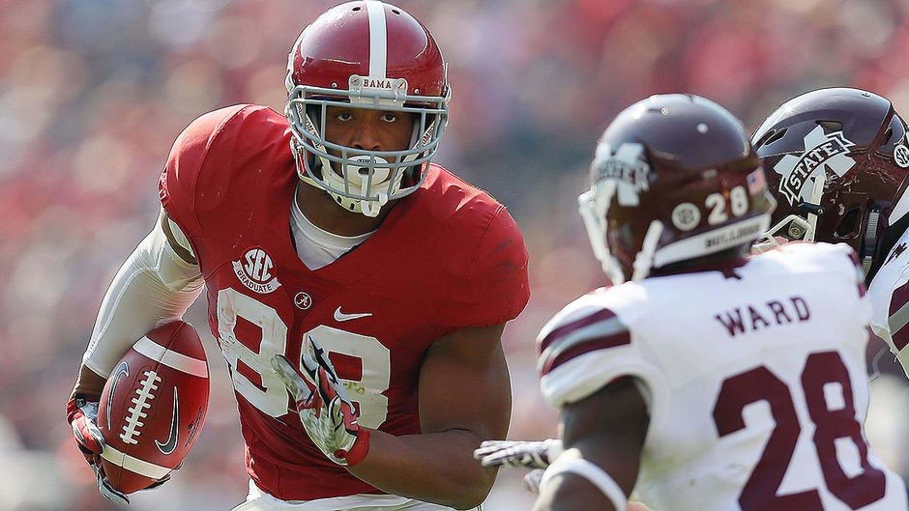 TUSCALOOSA, AL - NOVEMBER 12: O.J. Howard #88 of the Alabama Crimson Tide turns up this reception against DeAndre Ward #28 and Dezmond Harris #46 of the Mississippi State Bulldogs at Bryant-Denny Stadium on November 12, 2016 in Tuscaloosa, Alabama. (Photo by Kevin C. Cox/Getty Images)