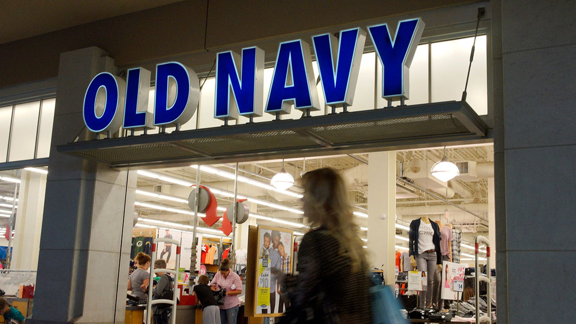 An Old Navy shopper claims the store screwed up his last order big-time.