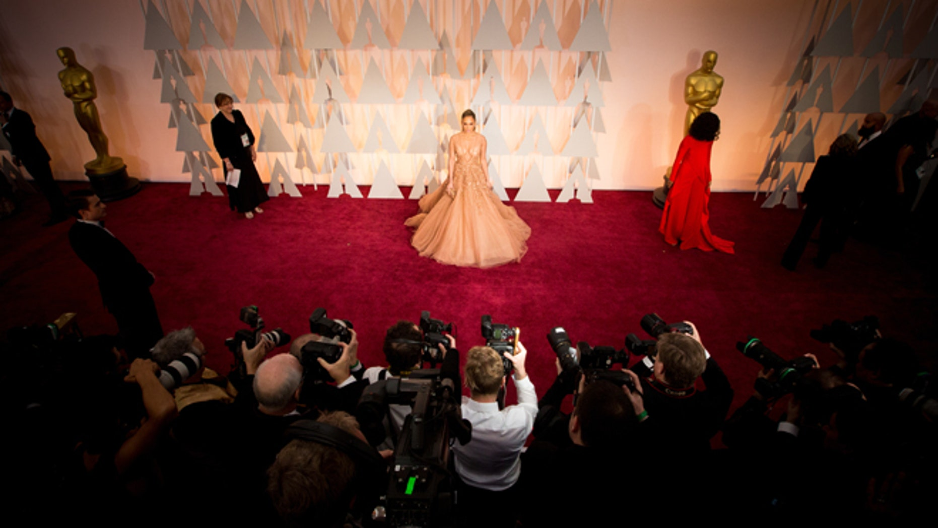 HOLLYWOOD, CA - FEBRUARY 22:  Actress Jennifer Lopez attends the 87th Annual Academy Awards at Hollywood & Highland Center on February 22, 2015 in Hollywood, California.  (Photo by Christopher Polk/Getty Images)