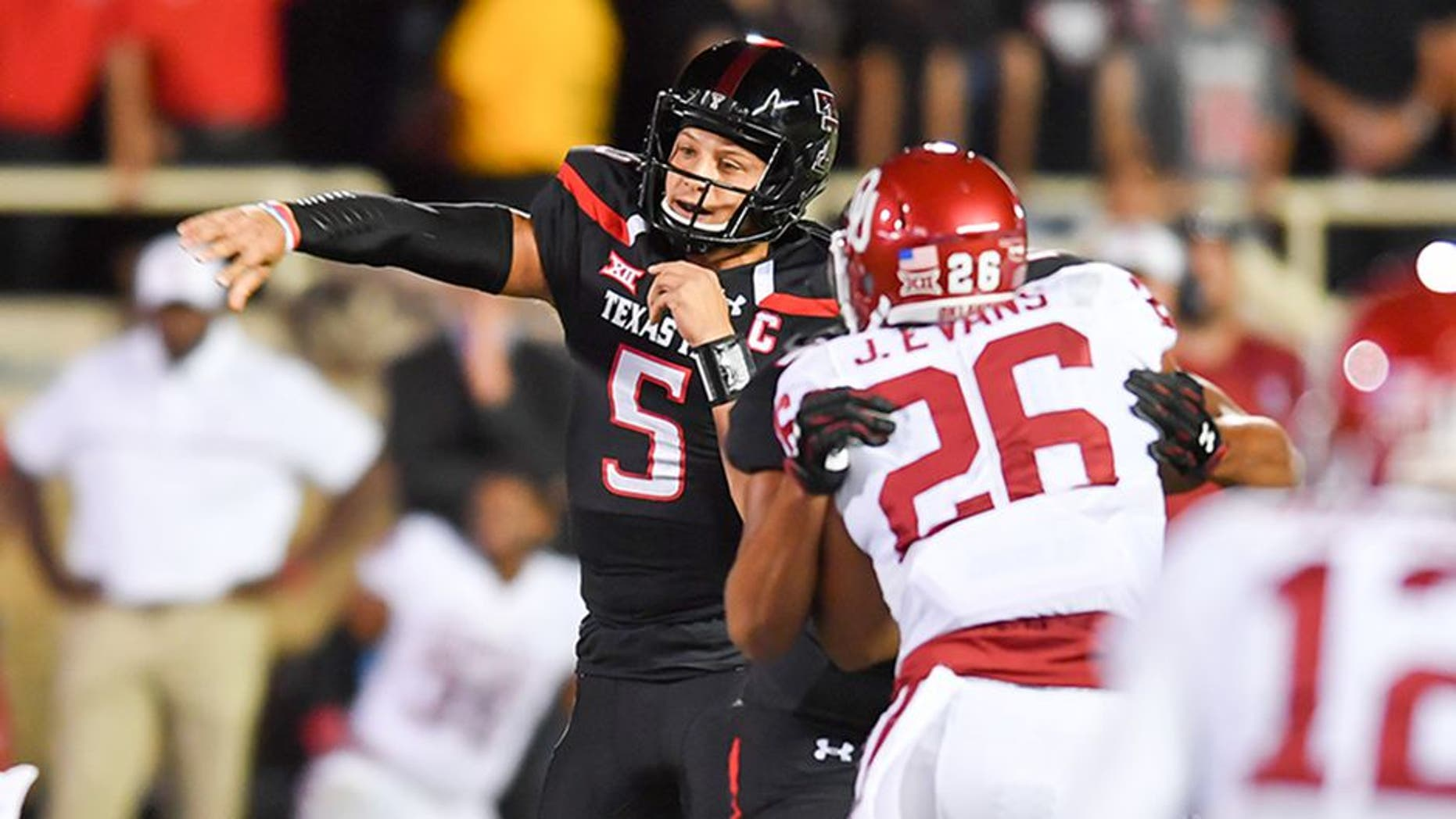LUBBOCK, TX - OCTOBER 22: Patrick Mahomes II #5 of the Texas Tech Red Raiders [asses the ball during the first half of the game against the Oklahoma Sooners on October 22, 2016 at AT&T Jones Stadium in Lubbock, Texas. (Photo by John Weast/Getty Images)