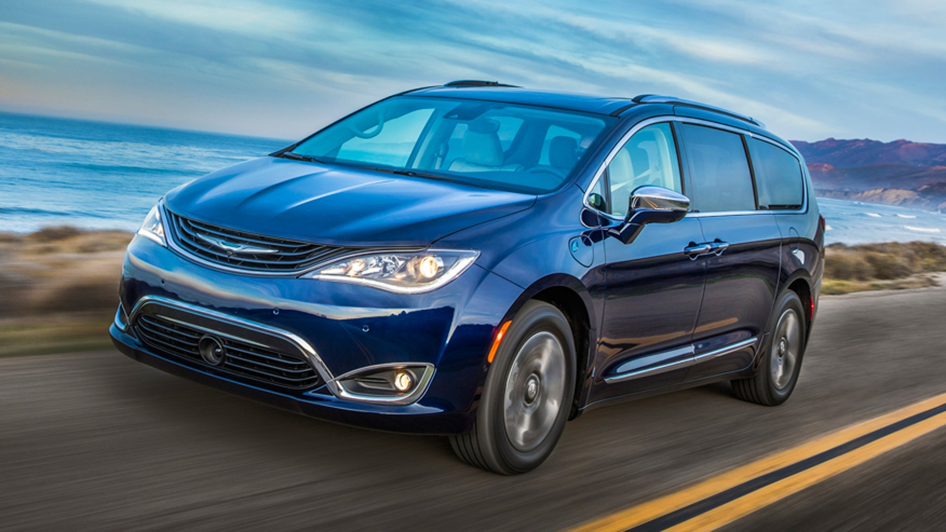 2017 Chrysler Pacifica Hybrid Test Drive