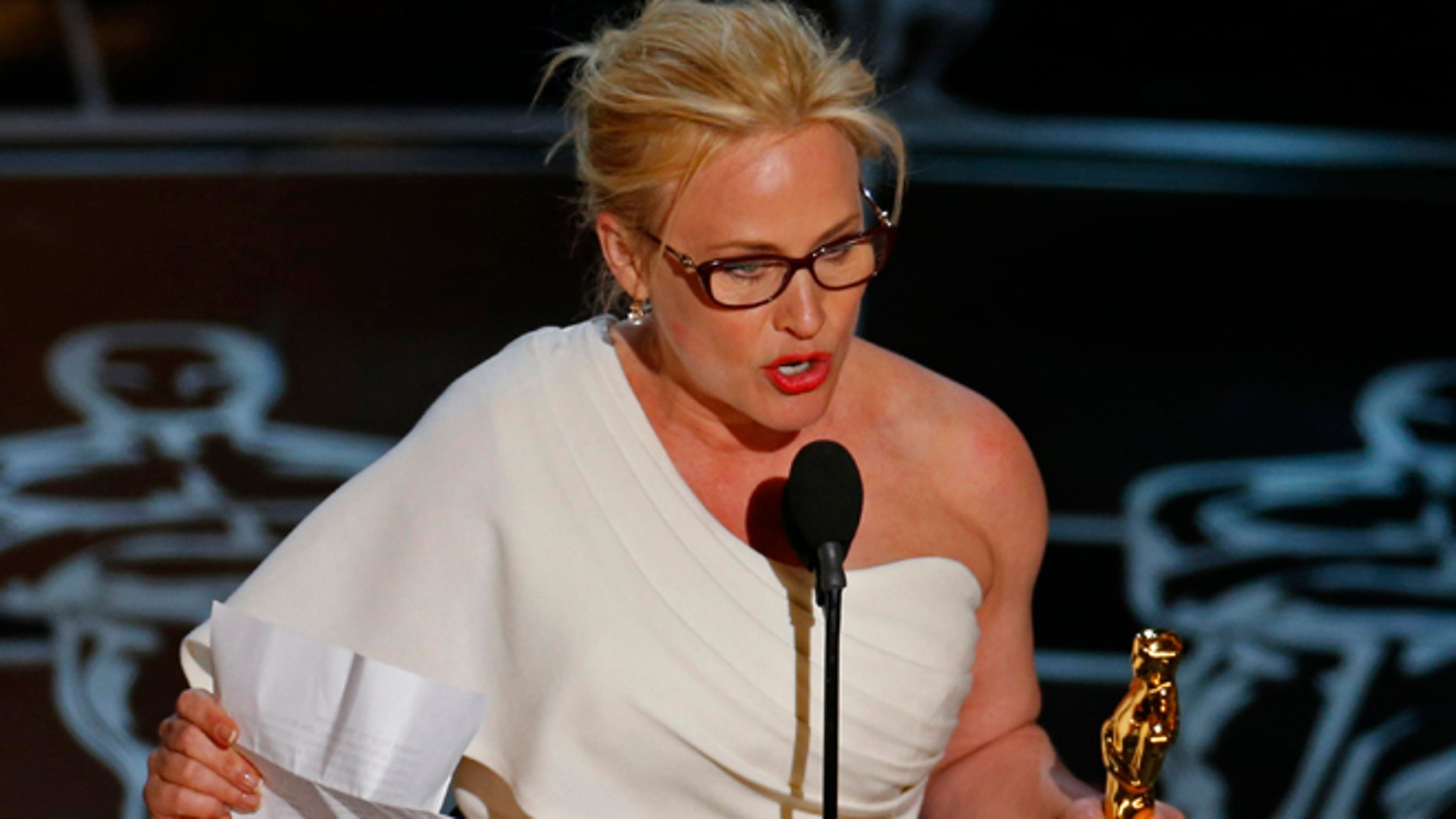 "Patricia Arquette speaks after winning the Oscar for Best Supporting Actress for her role in ""Boyhood"" at the 87th Academy Awards in Hollywood, California February 22, 2015.  REUTERS/Mike Blake (UNITED STATES TAGS:ENTERTAINMENT) (OSCARS-SHOW) - RTR4QOOK"