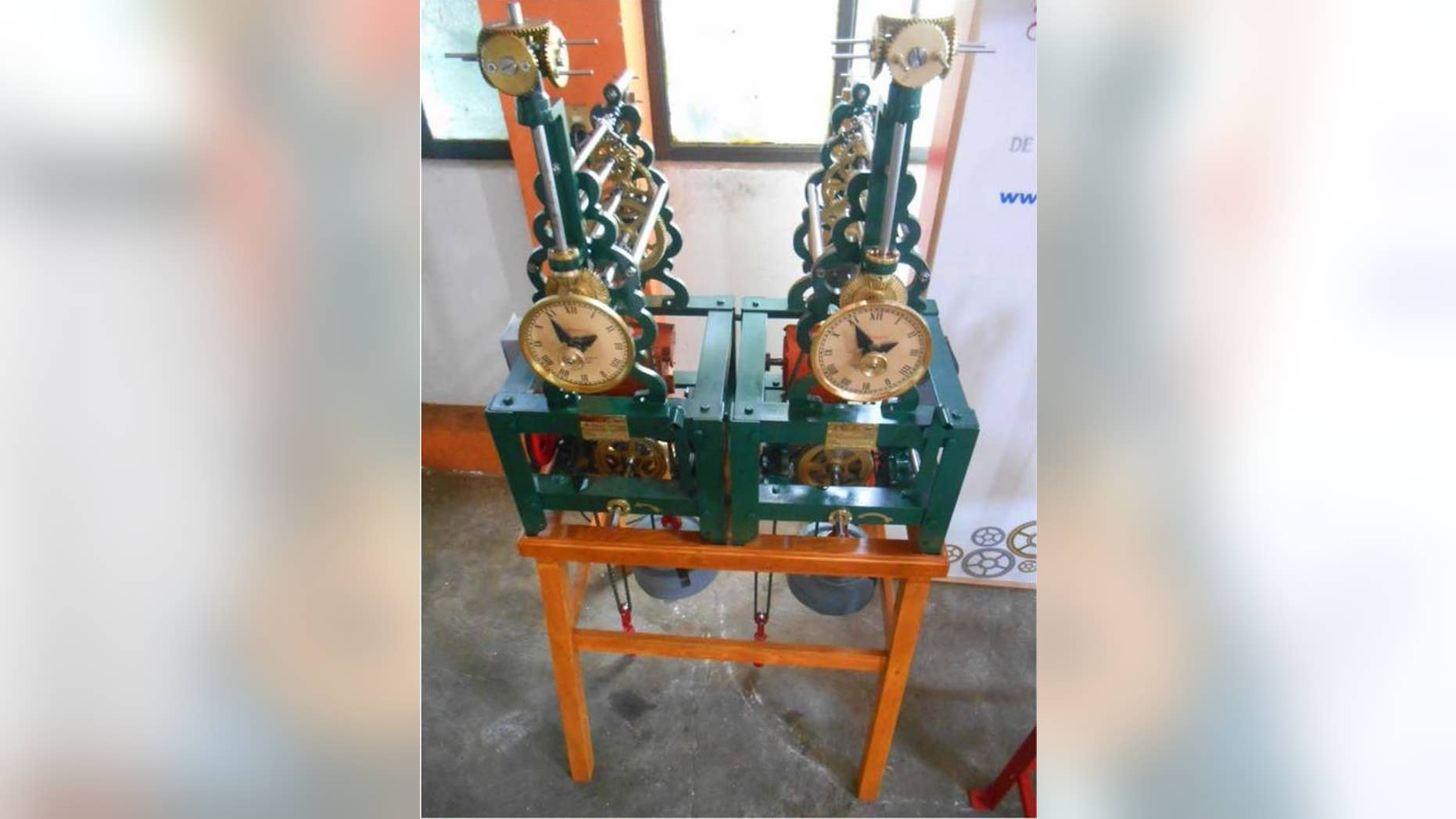Pendulum clocks made by Mexican clock manufacturer Relojes Centenario were used to investigate the mechanisms behind synchronization.