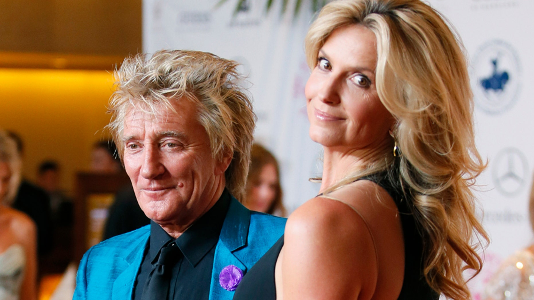 Rod Stewart and Penny Lancaster pose at The Mercedes-Benz Carousel of Hope Ball to benefit the Barbara Davis Center for Diabetes in Beverly Hills, California October 11, 2014.   REUTERS/Danny Moloshok   (UNITED STATES - Tags: ENTERTAINMENT) - RTR49TN5