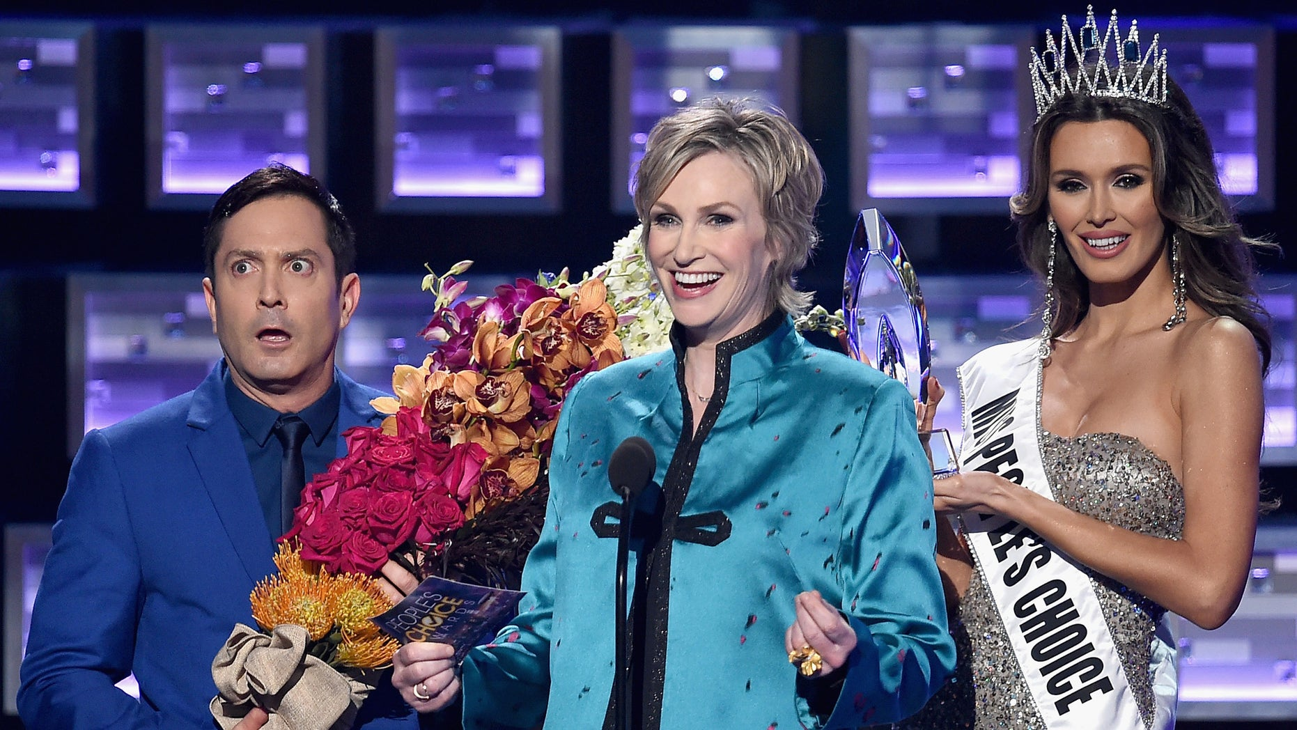 LOS ANGELES, CA - JANUARY 06: (L-R) Actor Thomas Lennon, host Jane Lynch, and Miss Colombia Ariadna Gutierrez perform onstage during the People's Choice Awards 2016 at Microsoft Theater on January 6, 2016 in Los Angeles, California.  (Photo by Kevin Winter/Getty Images)