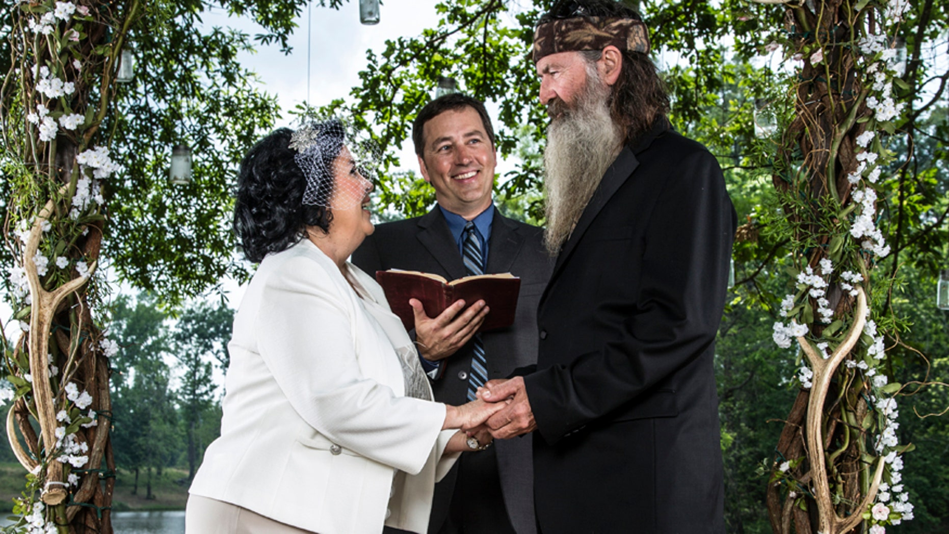Alan Robertson (C) leads the vow renewal ceremony for his parents, Miss Kay and Phil.