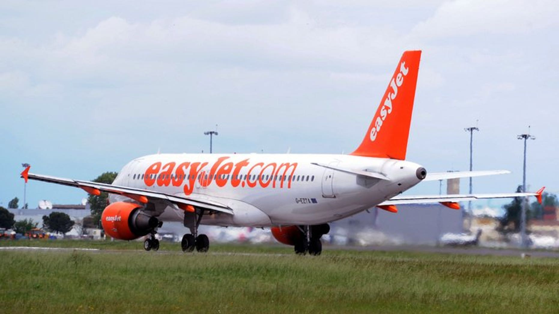 An easyJet Airbus A319 on its way to take off on May 12, 2013 in Toulouse, France. The no-frills airline announced a deal to purchase 135 Airbus single-aisle A320 passenger planes, including 100 new generation neo aircraft for $11.9 billion (8.9 billion euros), after agreeing sizeable discounts.