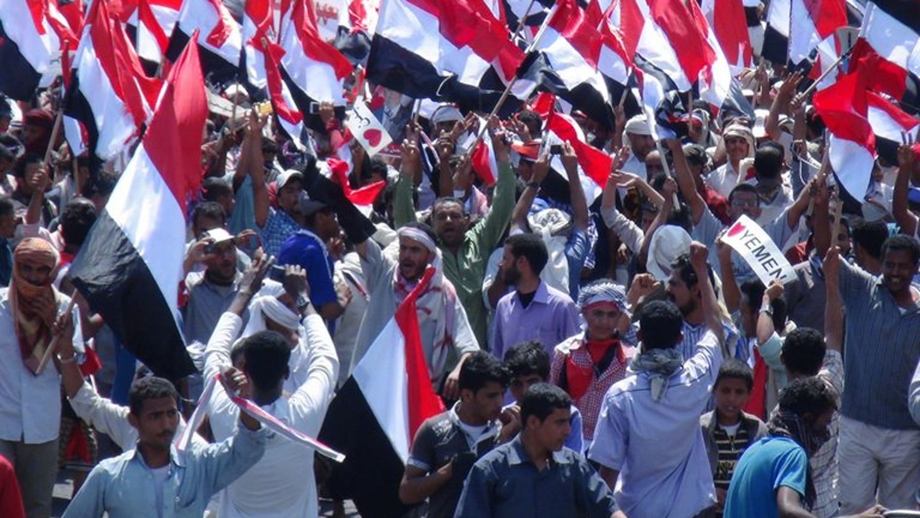 Yemeni protesters call for southern independence during a demonstration on February 21, 2013. Thousands of people rallied in south Yemen on Sunday's 19th anniversary of the civil war that was won by the north to demand secession for the south.