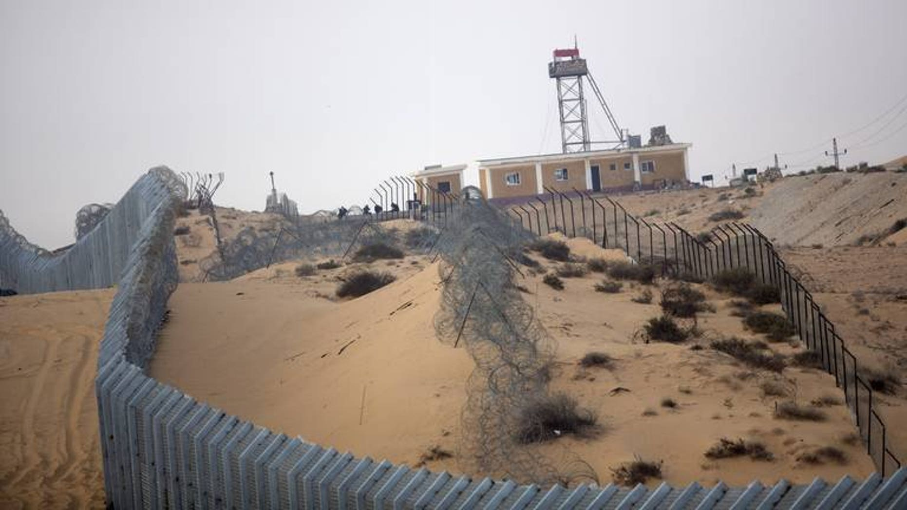 The Israeli built fence along the border with Egypt near the village of Nitzanei Sinai is shown September 6, 2012. Israel has given Egypt the go-ahead to deploy two battalions to the Sinai to tackle militants in the sensitive region where deployments are restricted by treaty, army radio reports