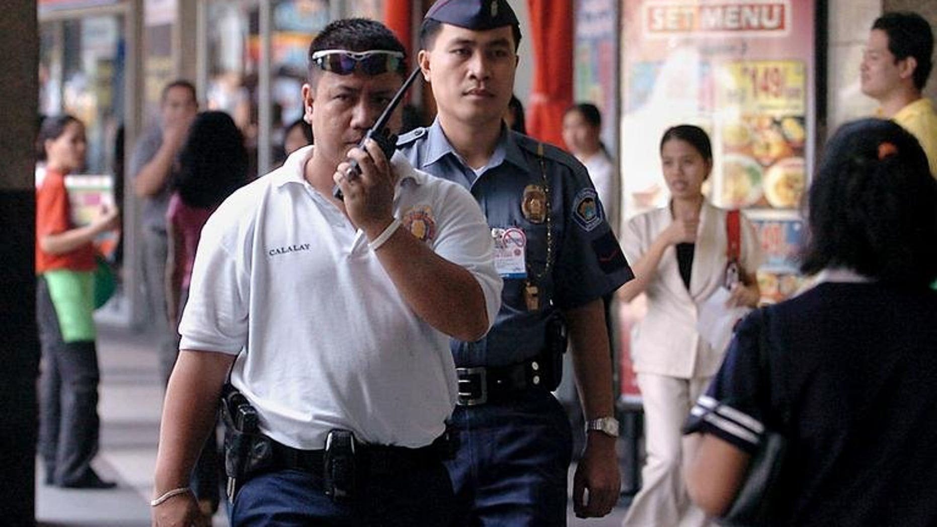 Policemen patrol in suburban Manila on February 16, 2005. An Australian resident of Hong Kong has been arrested for sexually abusing children in the Philippines, police said Tuesday.
