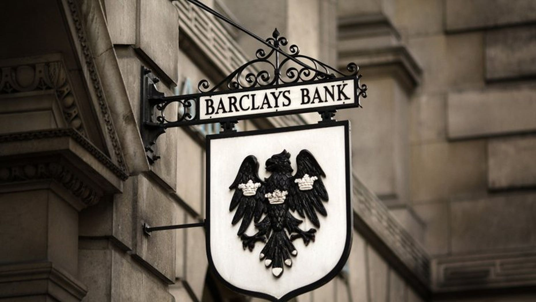 British bank Barclays has been hit by US federal regulators with a $453-million (344-million-euro) fine for alleged electricity price manipulation in western US markets, a charge which the scandal-hit bank denies.