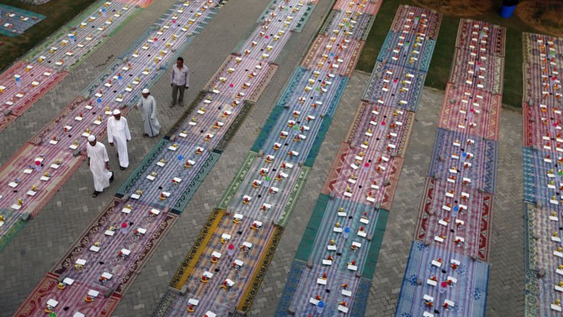 Free Iftar meals are laid out for Muslim workers to break their fast during Ramadan in Dubai, on July 15, 2013. Shedding weight in Dubai is being rewarded in gold under a new initiative by the municipality of the Gulf emirate aimed at fighting obesity, local newspapers reported.