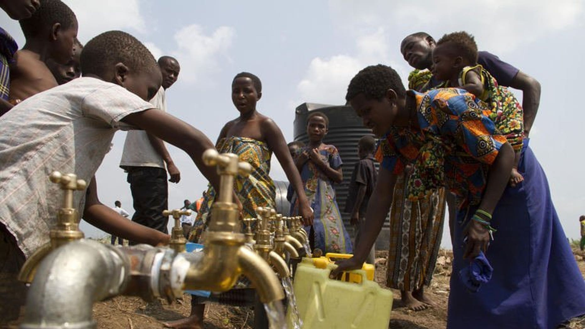 A group of refugees from the Democratic Republic of Congo fetch water at the Bukukwanga camp, on July 15, 2013. A week of renewed fighting in the troubled east has driven more than 4,000 people to seek refuge in the provincial capital Goma, aid workers said Saturday.