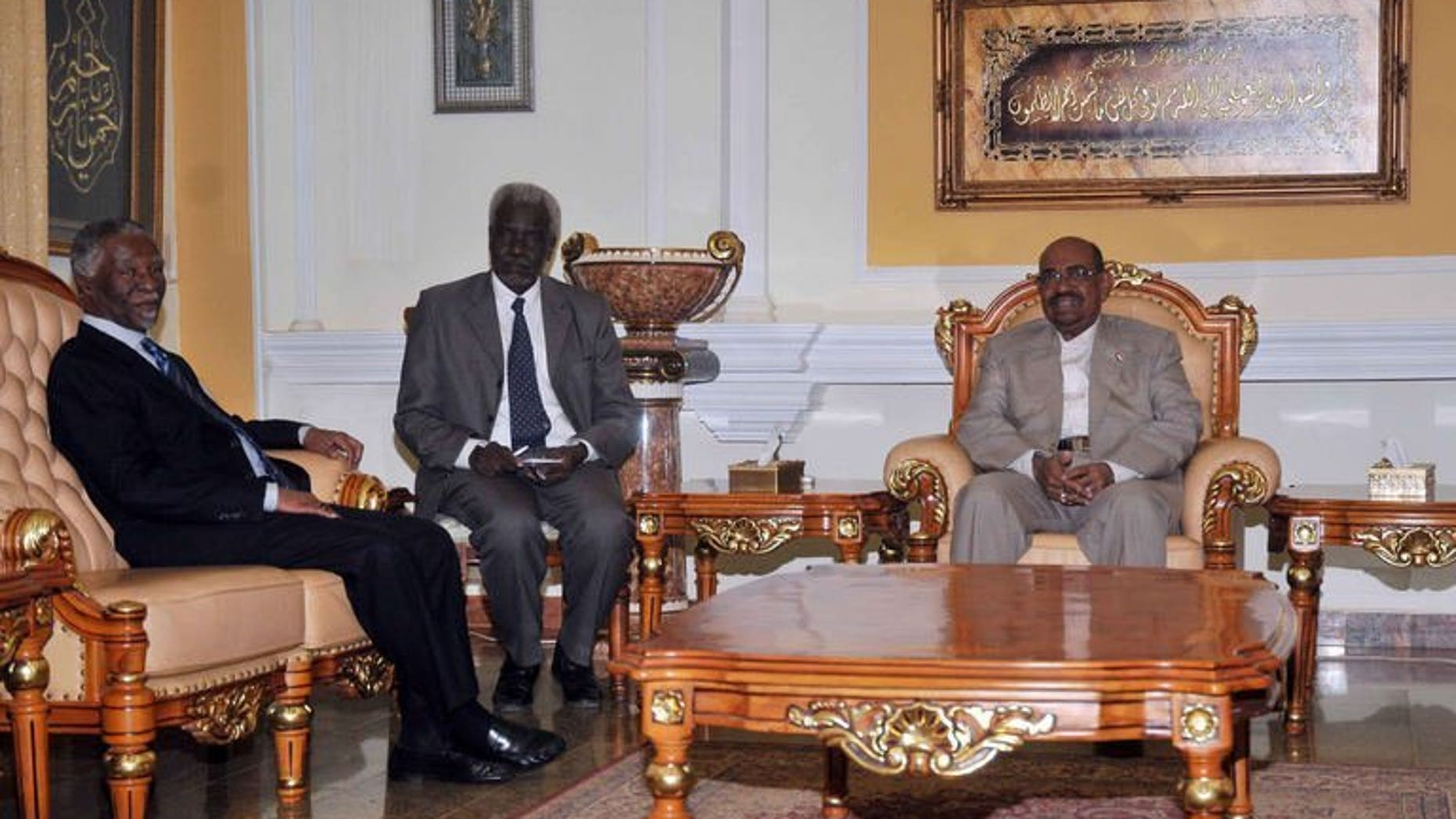 Sudanese President Omar al-Bashir (R) meets with South Africa's former president Thabo Mbeki (L) on July 25, 2013 in the Sudanese capital, Khartoum. African officials asked Sudan for more time to probe allegations of cross-border rebel support as a deadline nears for shutting the economically vital pipeline carrying South Sudanese oil.