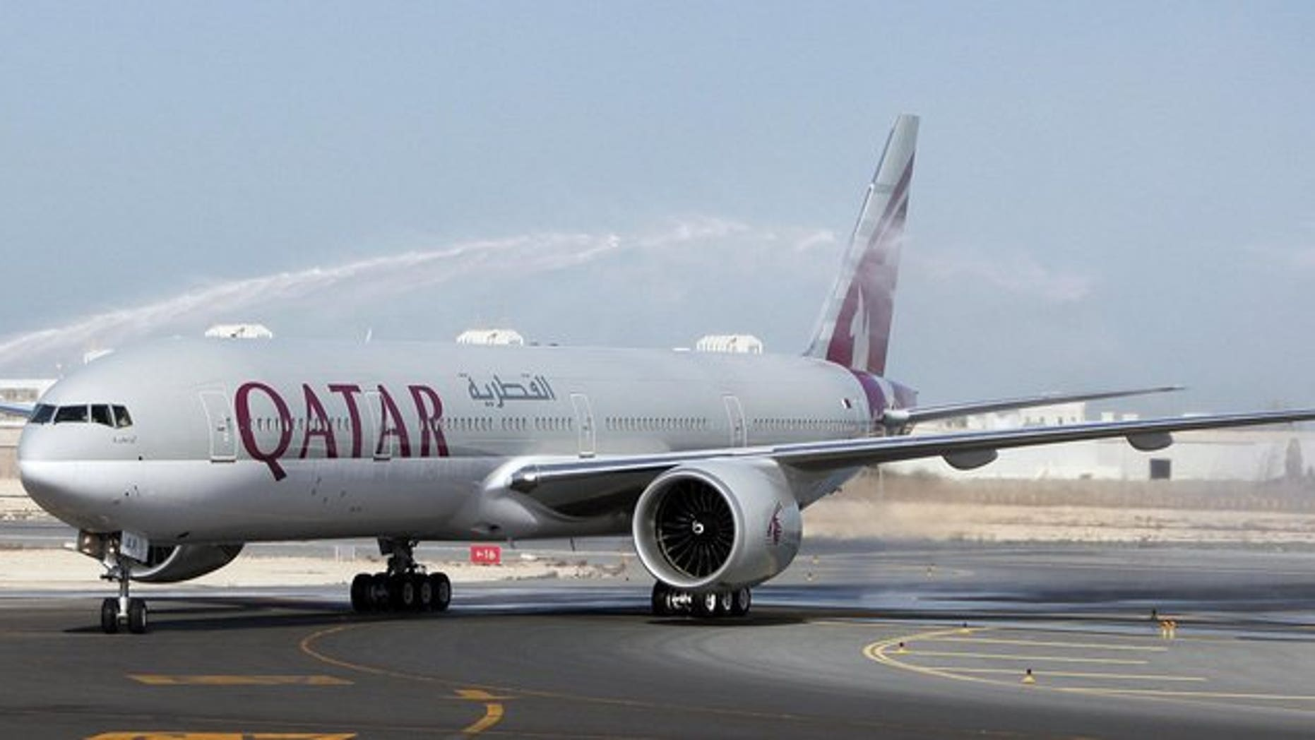 The first-ever Boeing aircraft 777 delivered to the state-owned Qatar Airways stands on the runway at Doha airport, 29 November 2007. A 787 Boeing Dreamliner belonging to Qatar Airways was grounded in Doha for several days after a problem with an electrical panel, an industry source said on Friday.